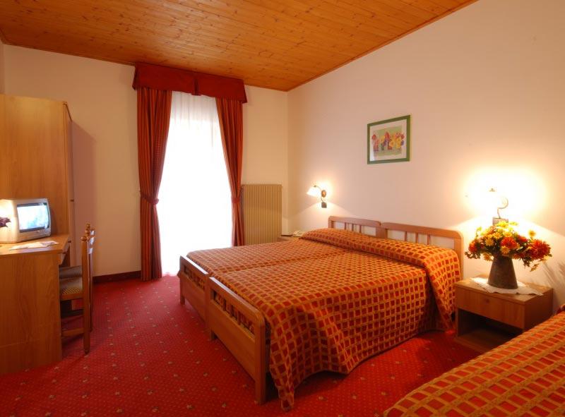 Hotel-Adamello2